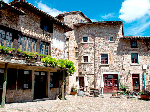 Kanpai Tourisme - Perouges Medieval Town