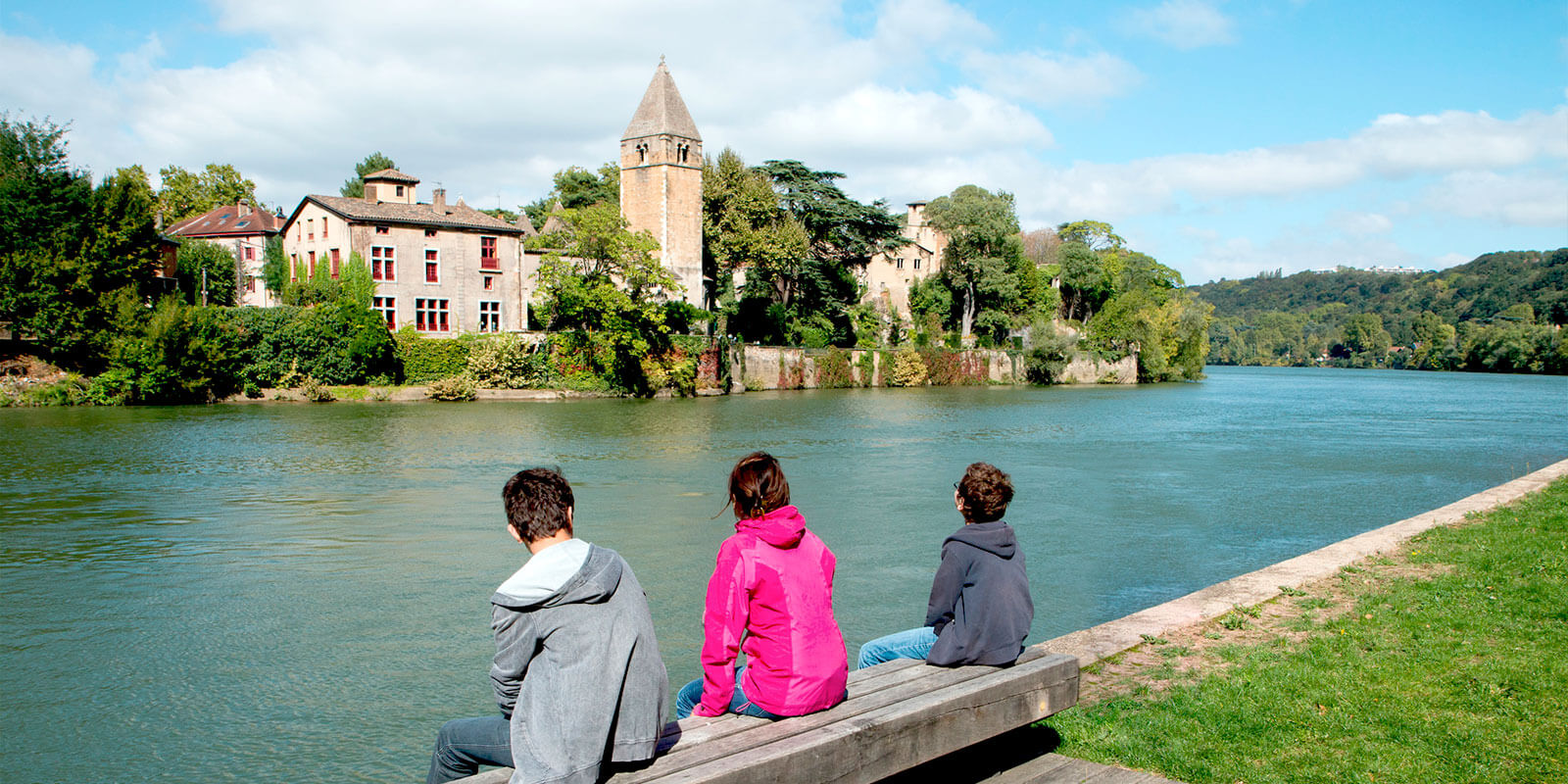 Kanpai Tourism - Sightseeing Excursions outside of Lyon